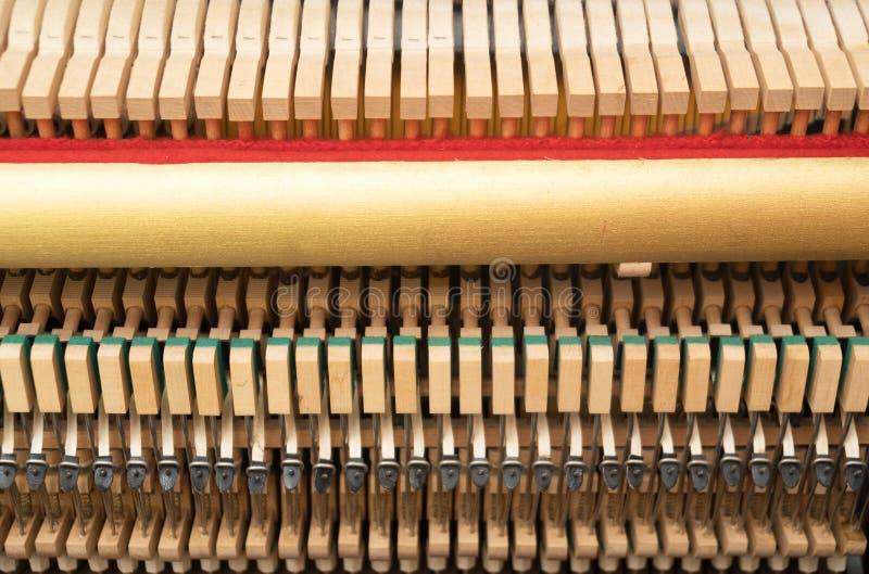 Dentro do piano imagens de stock