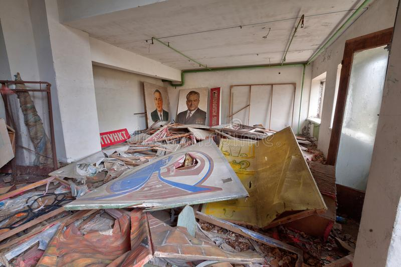 Dentro do teatro abandonado na cidade Pripyat do fantasma fotografia de stock royalty free