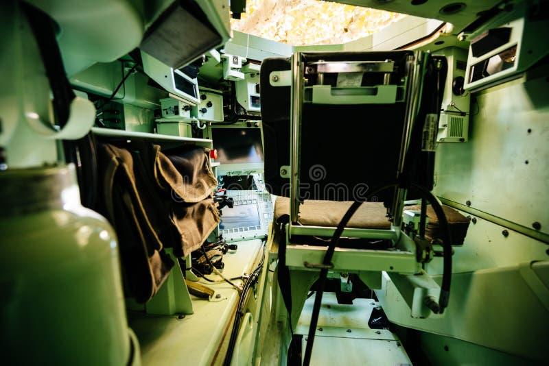 Dentro do veículo de reconhecimento militar imagens de stock