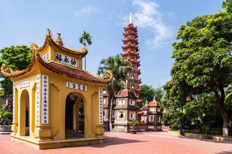 Dentro il complesso di Tran Quoc Pagoda, Hanoi immagini stock