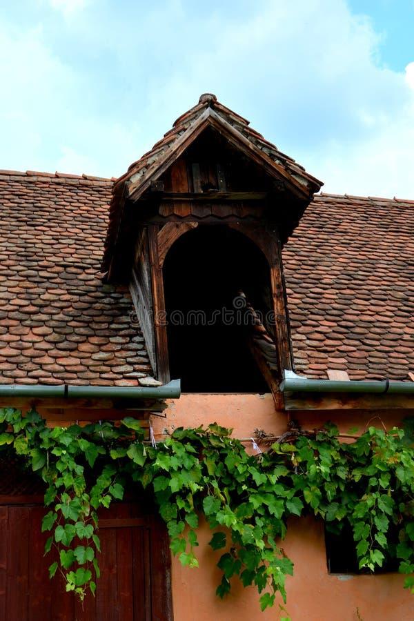 Dentro il cortile della chiesa fortificata medievale Cristian, la Transilvania immagini stock