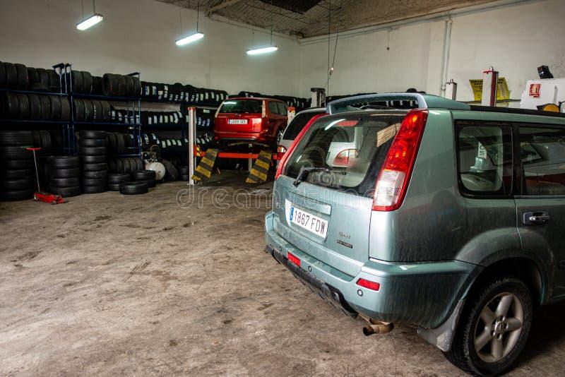 Dentro il garage spagnolo immagine stock