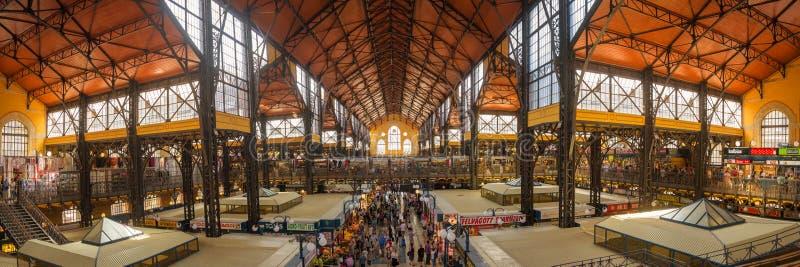 Dentro il mercato centrale di Budapest, un'attrazione turistica importante fotografia stock libera da diritti