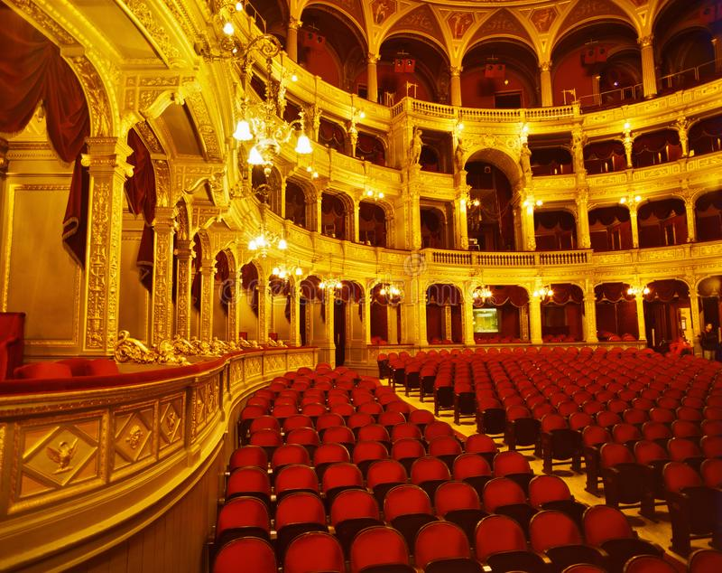 Dentro il teatro dell'opera ungherese dello stato immagini stock libere da diritti