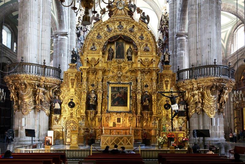 Dentro la basilica della nostra signora di Guadalupe, Città del Messico fotografia stock libera da diritti