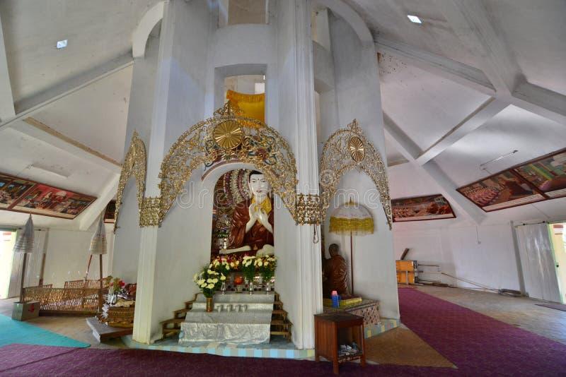 Dentro la pagoda Monastero della foresta Villaggio di Maing Thauk Lago Inle myanmar fotografia stock libera da diritti