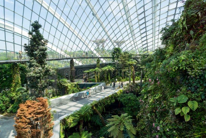 Dentro la vista della cupola del fiore ai giardini dalla baia, Singapore immagini stock