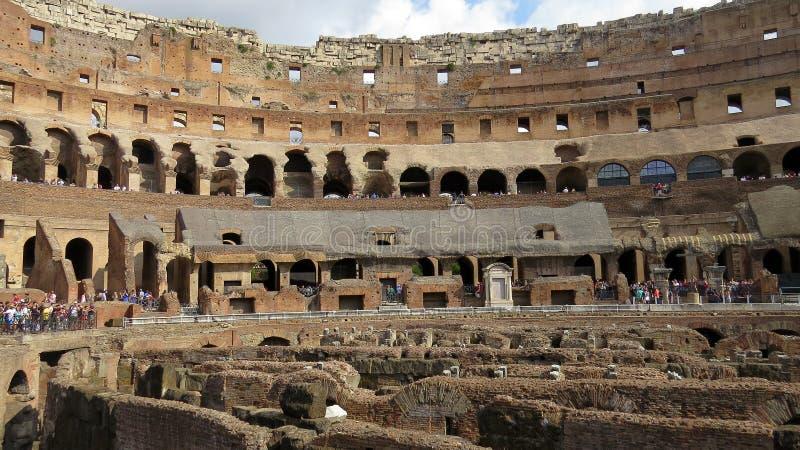 Dentro la vista di Colosseum, Roma immagini stock