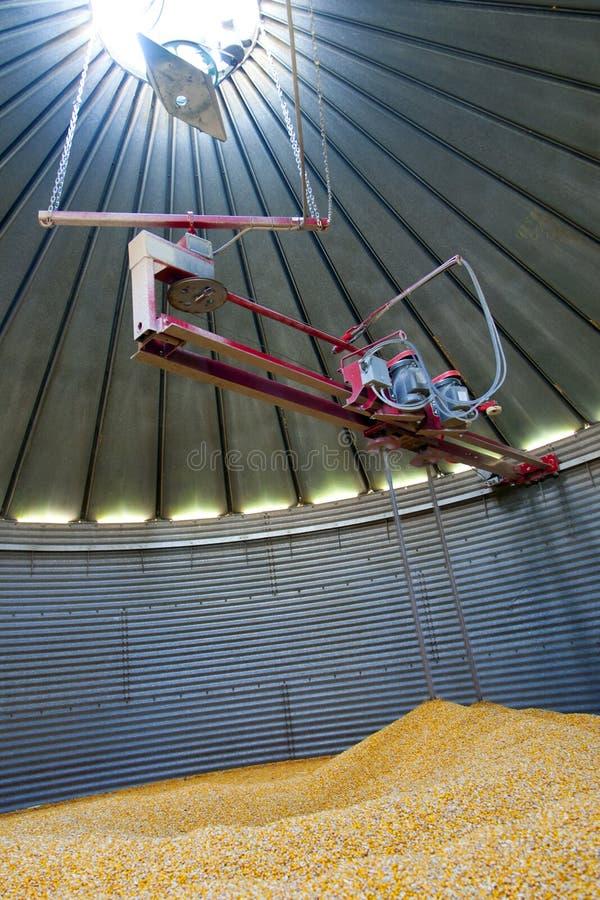 Dentro un silo di grano fotografia stock