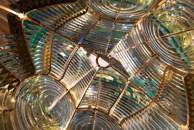 Dentro una grande lente di Fresnel del faro immagine stock libera da diritti