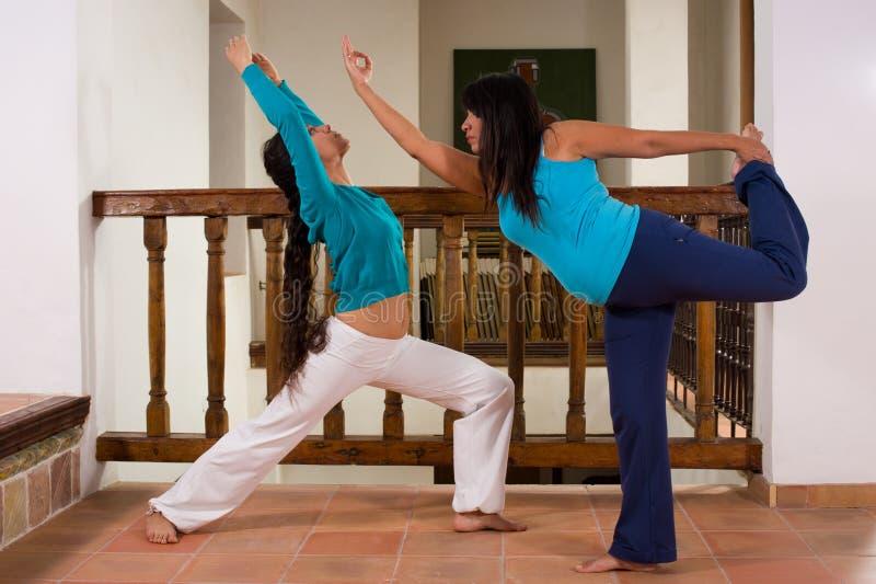 Dentro yoga fotos de archivo