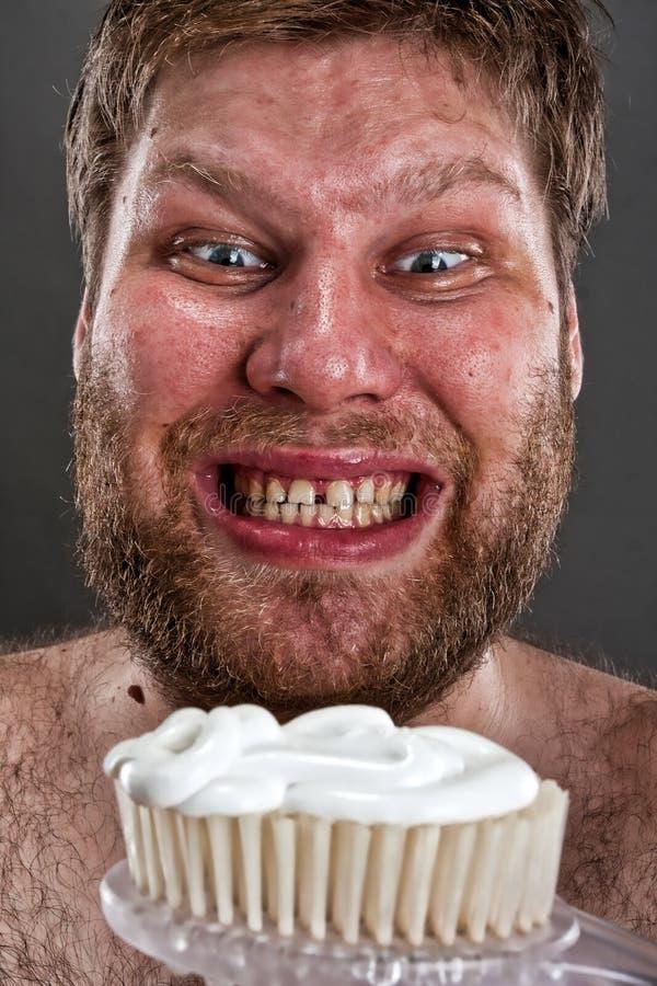 Dents de brossage laides photo stock