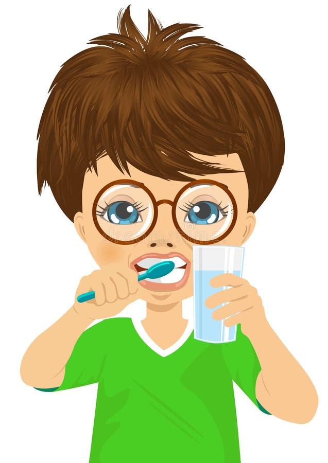 Dents de brossage mignonnes de petit garçon illustration libre de droits