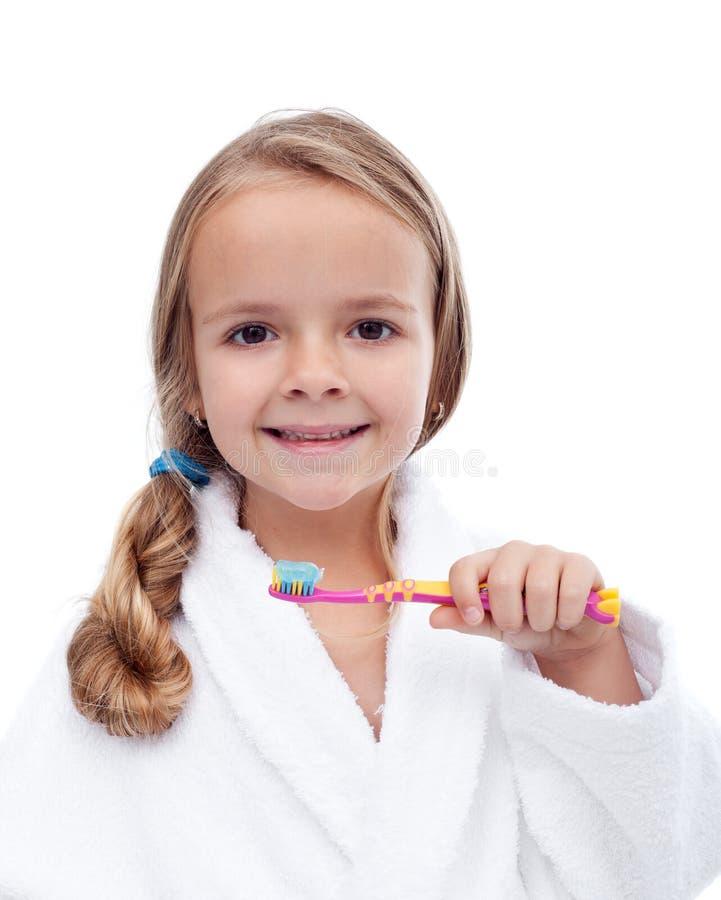 Dents de lavage de petite fille - hygiène buccale image stock