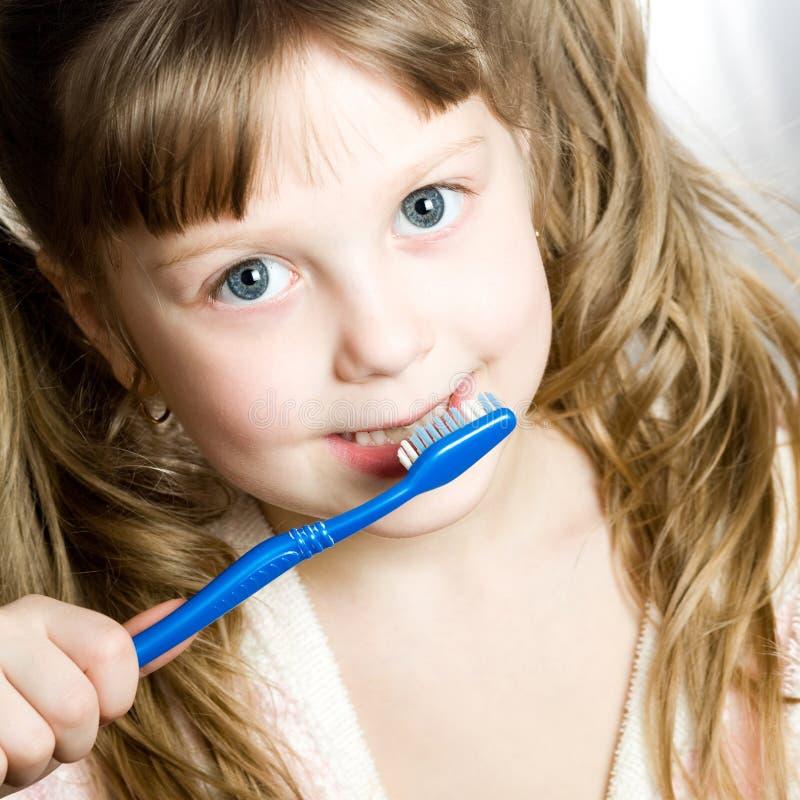 Download Dents de nettoyage photo stock. Image du toilette, fille - 8663330