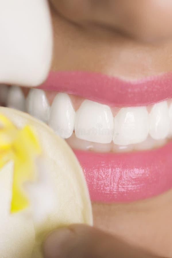 Dents et orchidée blanches images stock