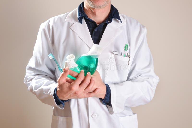 Dentysta z oralnej higieny produkt?w i narz?dzi cia?a przyrodnim genera?em obraz stock
