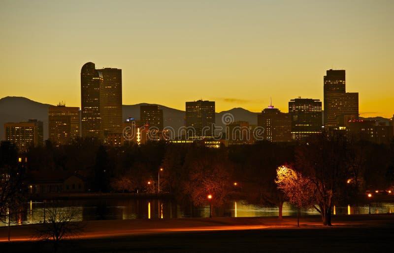 Denver City Park y horizonte fotografía de archivo
