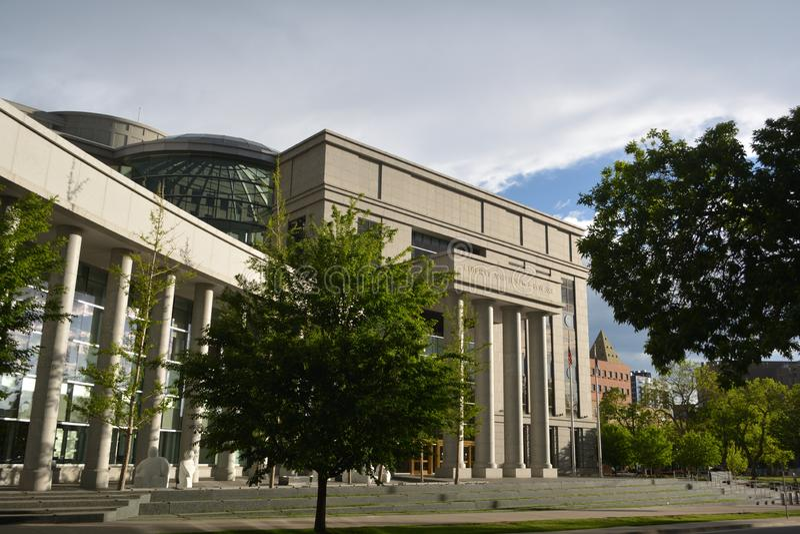 DENVER, Co, USA - 26. Mai 2019: Der Ralph L Carr Colorado Justice Center ist zum Colorado-Obersten Gericht und zum Gericht von Ha lizenzfreies stockfoto