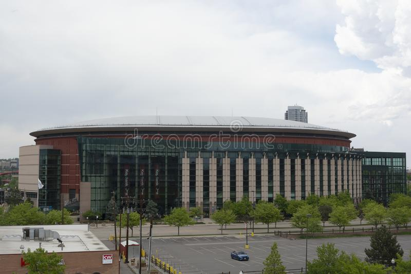 DENVER, Co, USA - 26. Mai 2019: Die Pepsi-Mitte ist eine Arenaanlage, die zu den mehrfachen Profisportteams Haupt ist, stockfotos