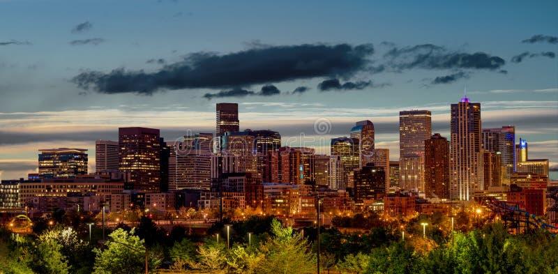 Denver Colorado nel primo mattino con le nuvole nel cielo immagine stock libera da diritti