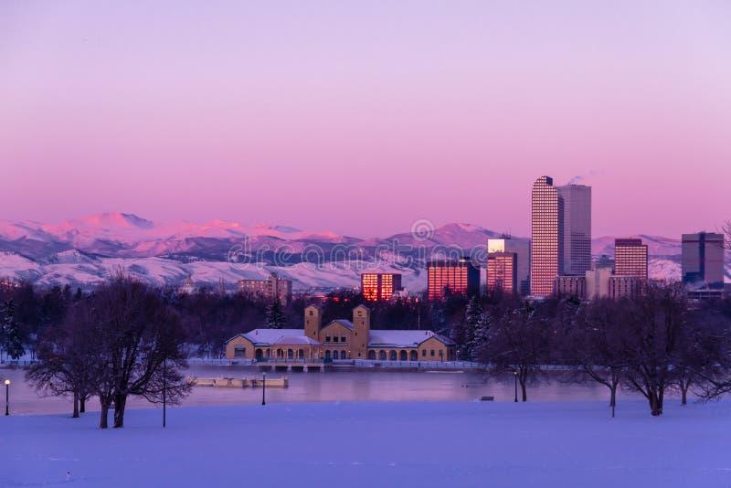Denver Colorado Skyline dans neige en février 2013 image stock