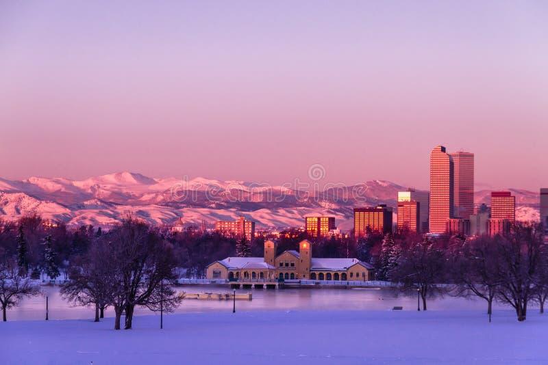 Denver Colorado Skyline dans neige en février 2013 image libre de droits