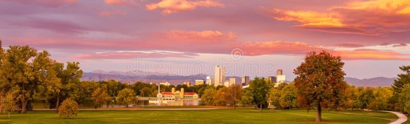 Denver Colorado Skyline de parc de ville photos stock
