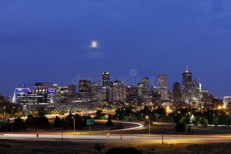 Denver Skyline en la noche, Colorado fotos de archivo libres de regalías