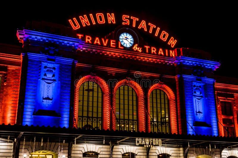 Denver Union Station in arancio ed in blu fotografia stock libera da diritti