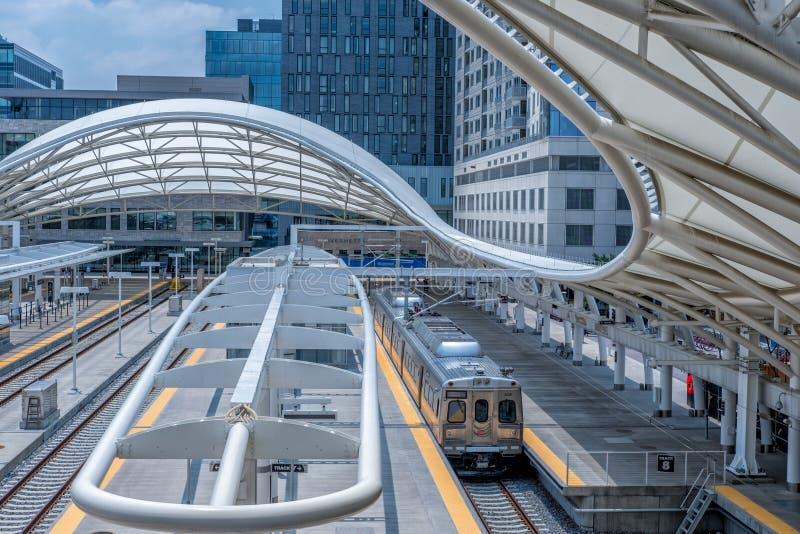 Denver Union Station Train novo na estação imagem de stock royalty free