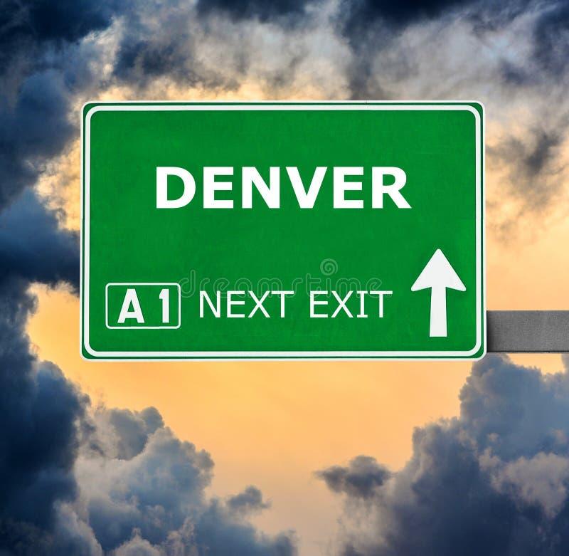 DENVER-Verkehrsschild gegen klaren blauen Himmel lizenzfreies stockfoto