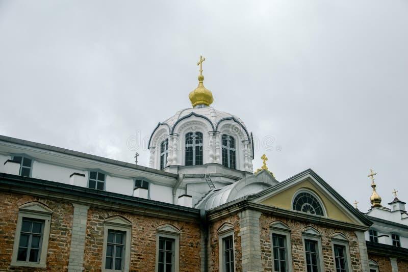 Denvit kyrkan royaltyfri foto