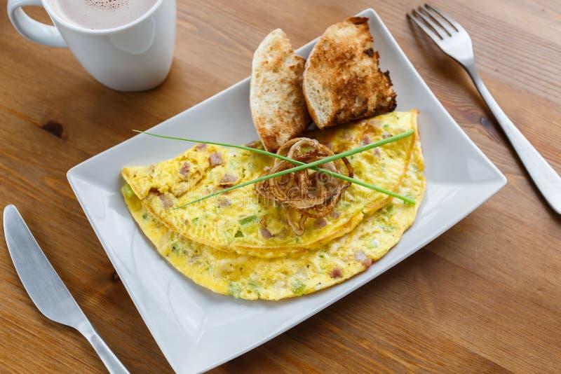 Denwerski omlet na półkowym zakończeniu obrazy royalty free
