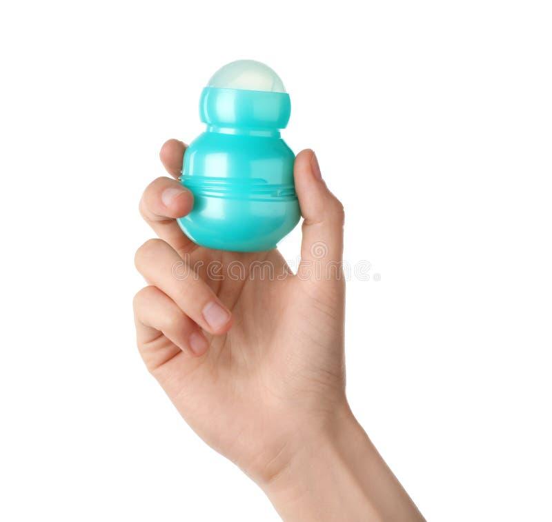 Deodorante a sfera della tenuta della donna su fondo bianco, fotografia stock