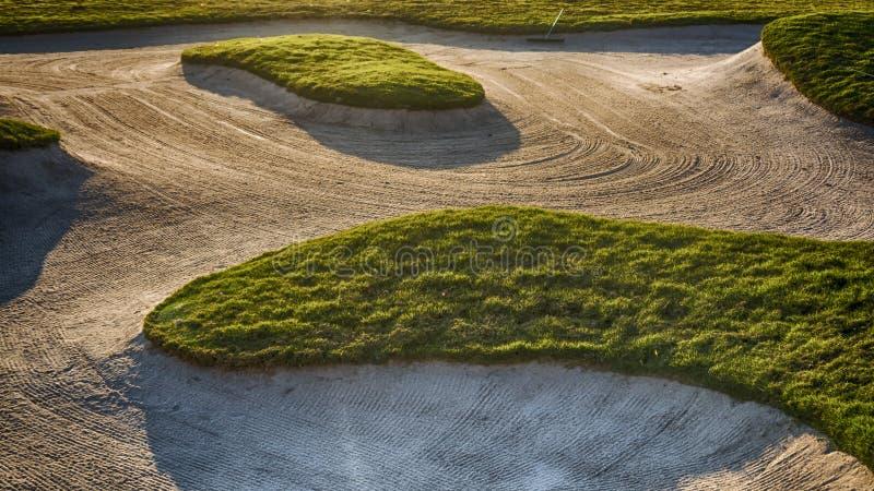 Depósito da areia em um campo de golfe imagem de stock royalty free
