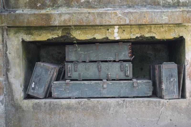 Depósito de munições em Cannon Fort em Cat Ba, Vietname imagem de stock royalty free