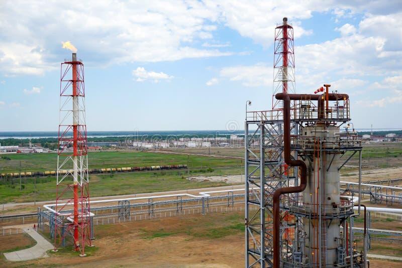 Depósito do óleo Carga dos tanques da estrada de ferro com produtos petrolíferos leves para a importação foto de stock royalty free