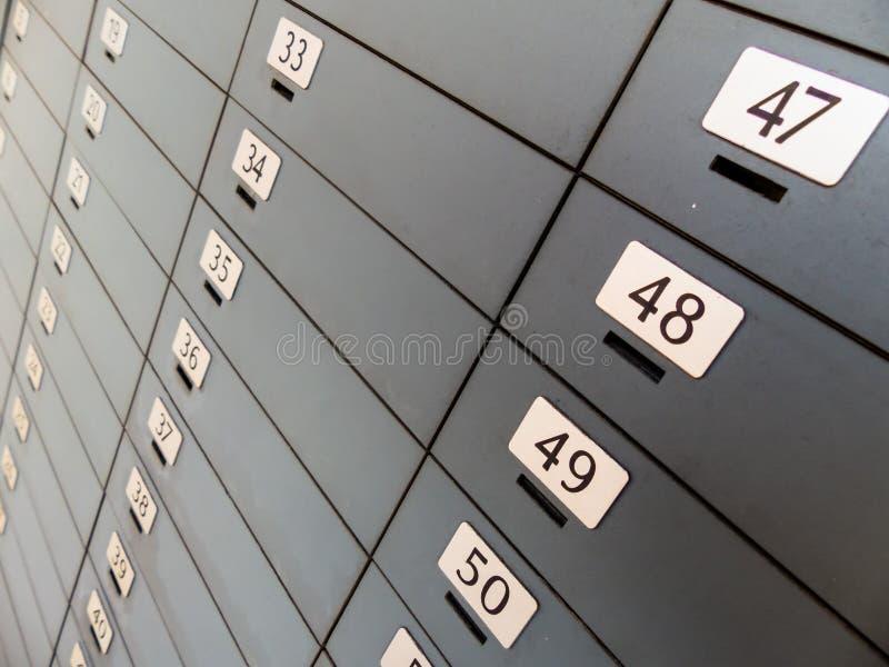 Depósito em um banco fotografia de stock royalty free