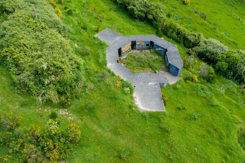 Depósitos abandonados de WWII em Miramar, Wellington foto de stock