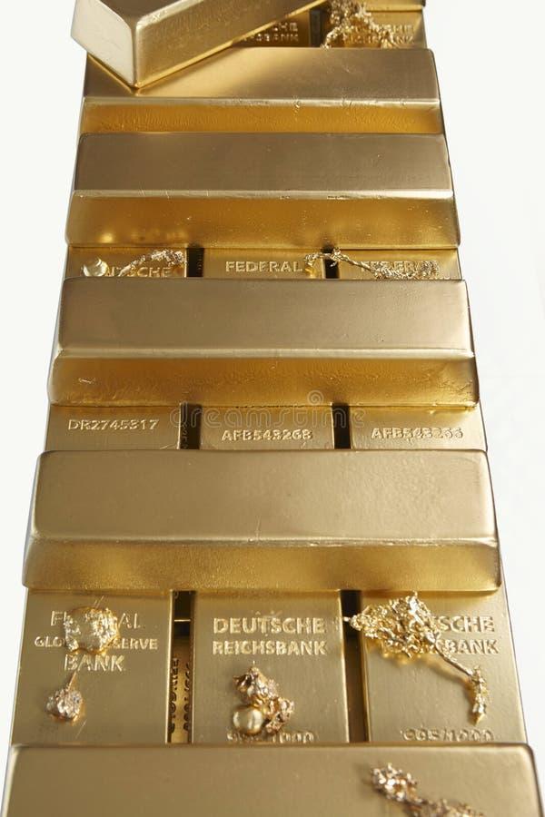 Dep?sito do ouro ilegal em uma quantidade de 500 quilos em tijolos padr?o fotografia de stock royalty free