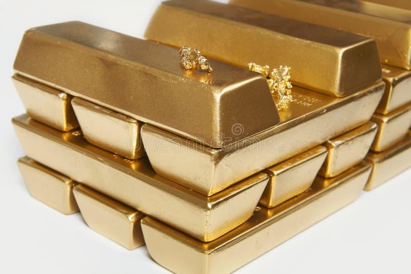 Dep?sito do ouro ilegal em uma quantidade de 500 quilos em tijolos padr?o foto de stock royalty free