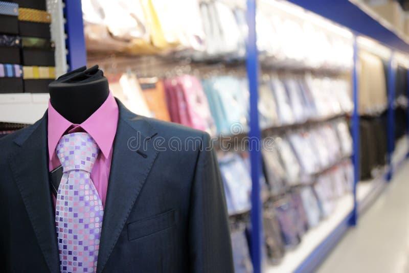 Departament de la ropa del mercado grande foto de archivo libre de regalías