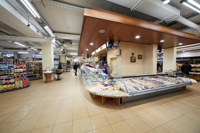 Departamento de comidas de conveniencia en supermercado foto de archivo