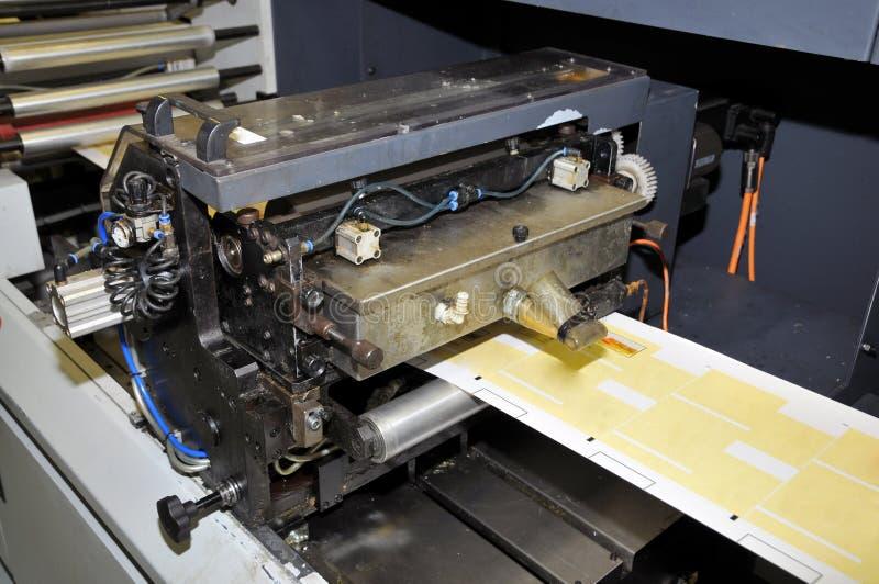 Departamento de impresión: Impresión ULTRAVIOLETA de la prensa del flexo fotos de archivo libres de regalías