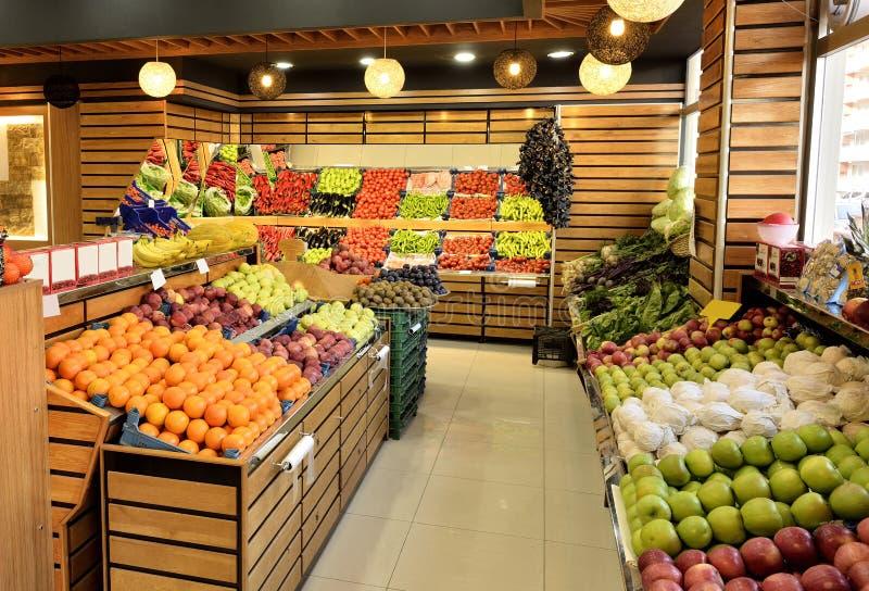 Departamento de la comida en supermercado imagen de archivo libre de regalías