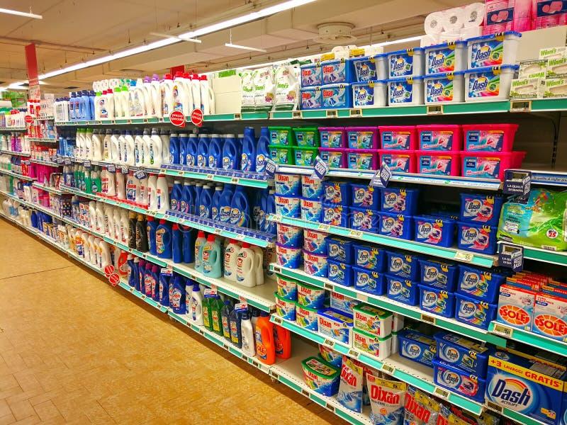 Departamento detergente, jabones y productos fotografía de archivo