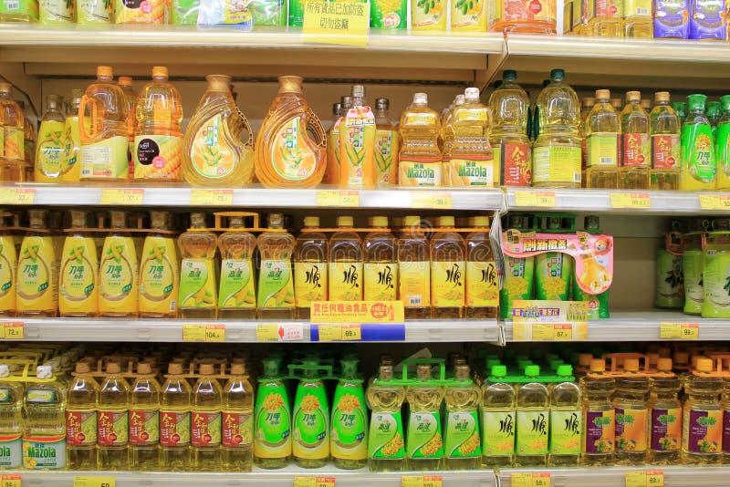 Departamento do óleo no supermercado fotografia de stock