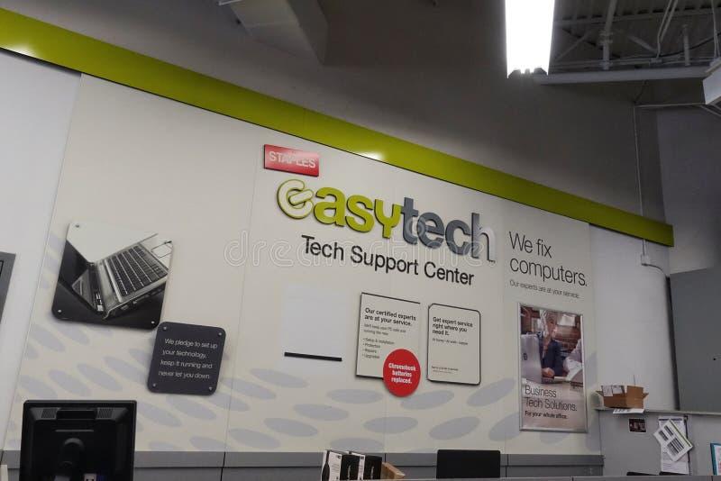 Departamento fácil da tecnologia em Staples imagem de stock