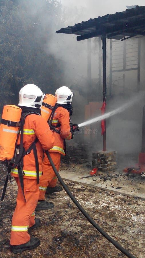 Departamento malaio de Resque do fogo na ação fotos de stock royalty free